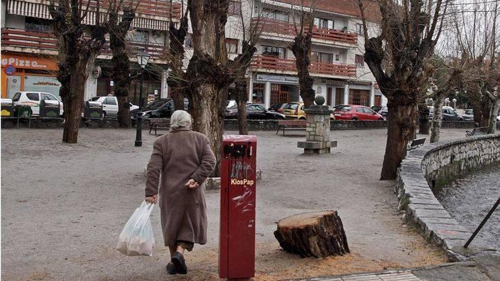 Mujer caminando. (Archivo)