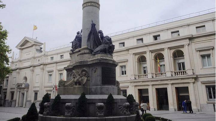 El padre de Monedero repite en las listas de VOX por Madrid y Carmen Lomana no será candidata al Senado