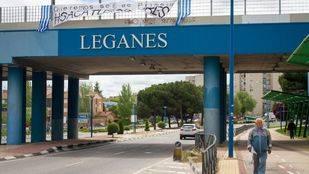 Pancarta de apoyo al Legan�s en un puente.