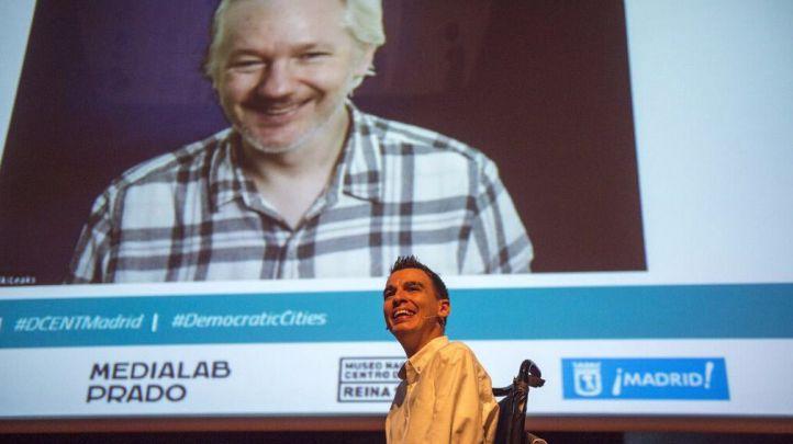 Soto y Assange en la conferencia 'Ciudades democr�ticas'