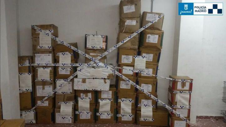 Requisadas más de 1.400 prendas falsas en un local de Tirso de Molina