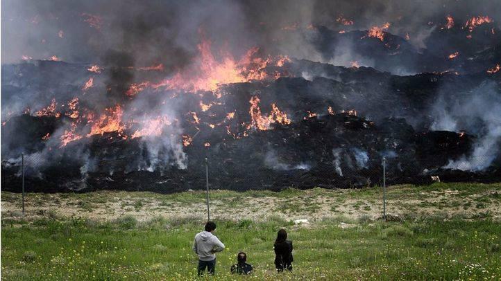 Los bomberos dan por extinguido el incendio de Seseña 20 días después