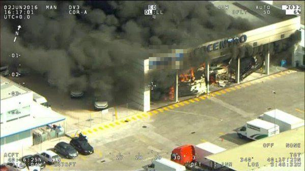 Siete intoxicados leves por humo en el incendio de un autobús en una nave de Fuenlabrada