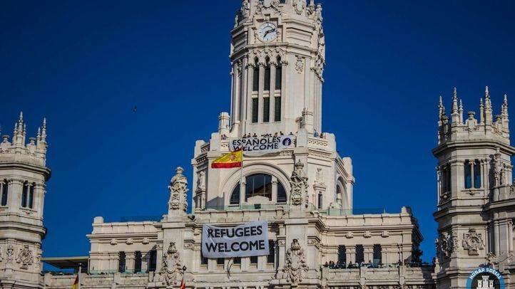 'Españoles Welcome': una pancarta xenófoba ondea dos minutos en Cibeles