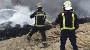 Bomberos extinguen el fuego de Seseña