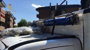 Intervenidos cerca de 50 kilos de marihuana en el falso techo de una ambulancia