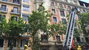 Aparatoso incendio en una vivienda de Chamberí