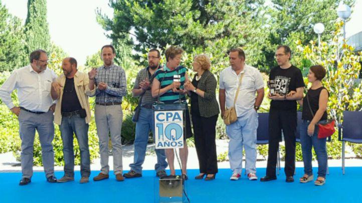 La alcaldesa ha entregado los premios CPA a la Asociación Galgos sin Fronteras, al Grupo de Rehabilitación de la Fauna Autóctona y su Hábitat (GREFA) y a la Fundación El Buen Samaritano