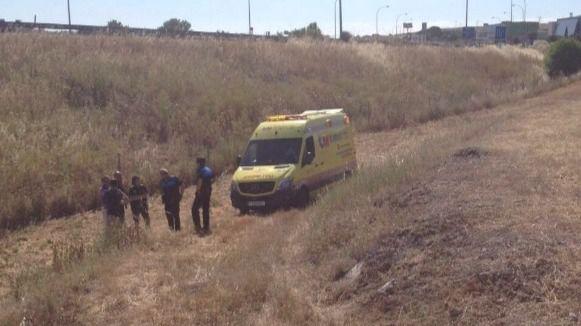 Encuentran a un hombre con un golpe de calor grave en un descampado de Leganés