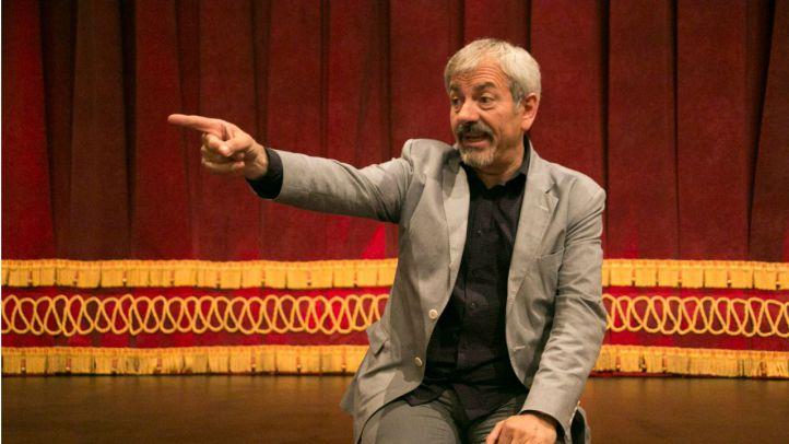 Carlos Sobera en el escenario del teatro Reina Victoria