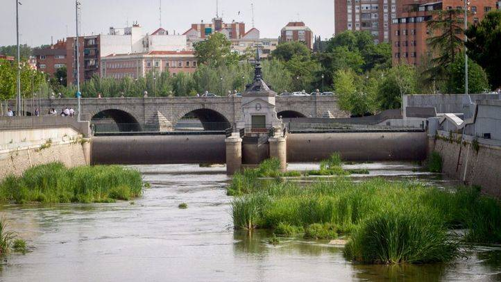 Presa abierta junto al puente de Segovia.
