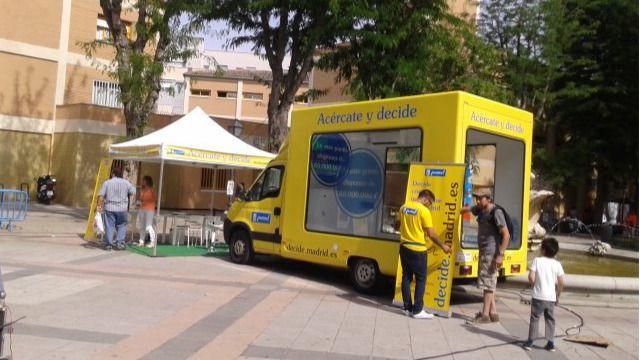 Una furgoneta municipal acerca los presupuestos participativos a los distritos