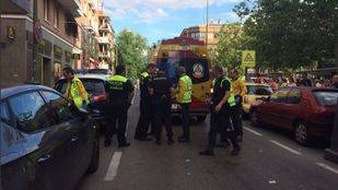 Hospitalizan a un hombre con un cuchillo clavado en la cabeza tras un atraco en Ciudad Lineal