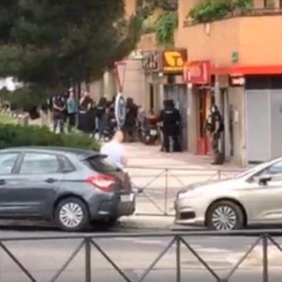 Un policía se atrinchera sin rehenes en un restaurante de Alcobendas con la amenaza de matarse