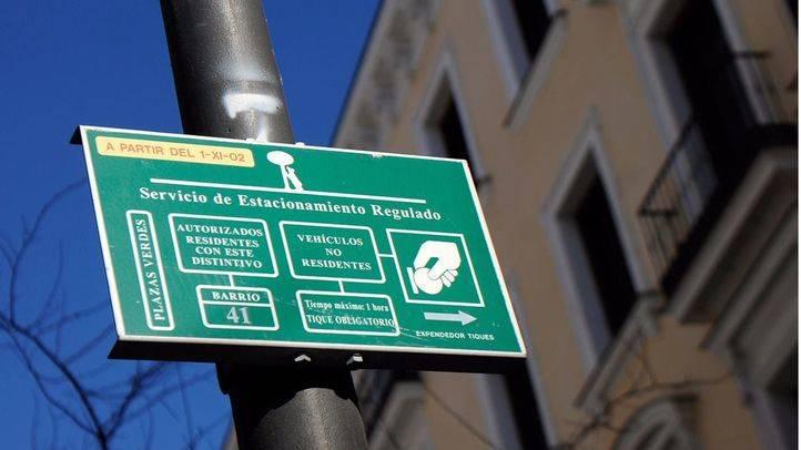 Zona de aparcamiento verde placa para residentes SER (Archivo)