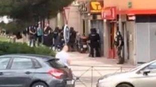 Muere tras dispararse el policía atrincherado en Alcobendas