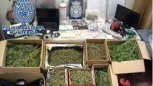 Desmantelan un club de fumadores que encubría un punto de venta de hachís y marihuana