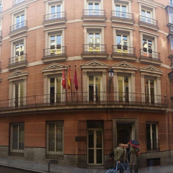 El PP retira dos carteles electorales instalados en el Edificio de Grupos Municipales
