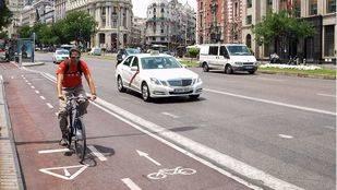 Carril bici de la Calle Alcalá con dirección a Cibeles