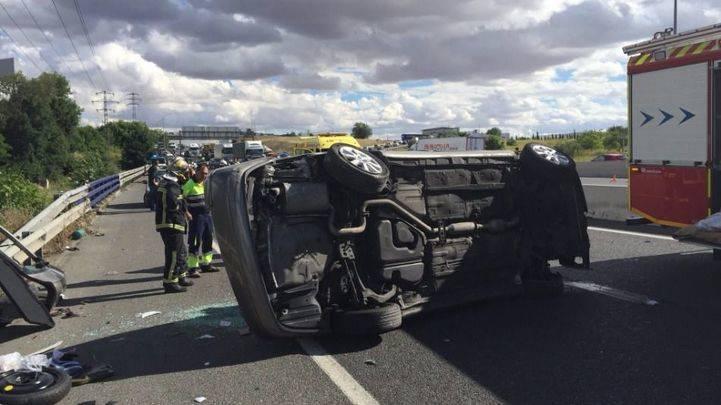 Un conductor de 65 años ingresa muy grave tras un accidente en la A-4