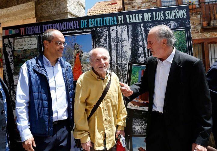 Van Grieken, junto con Antonio López, en la Bienal de Escultura del Valle de los Sueños en la Sierra Norte
