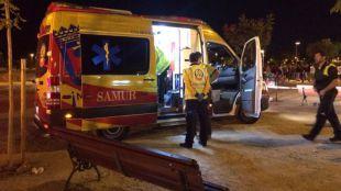 El dispositivo desplegado en la zona atiende al herido en las fiestas de Villaverde