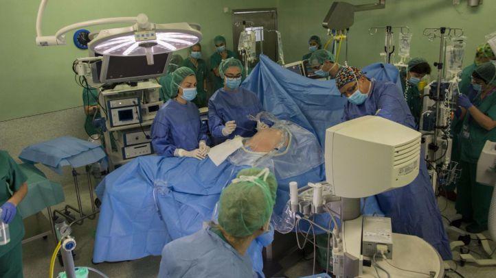 El 12 de Octubre logra operar a un bebé de un tumor mientras nace