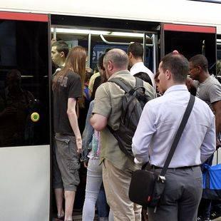 Metro encara otra semana con paros de los maquinistas