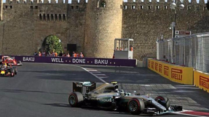 Nico Rosberg pasa a la historia con una victoria impecable en Bakú