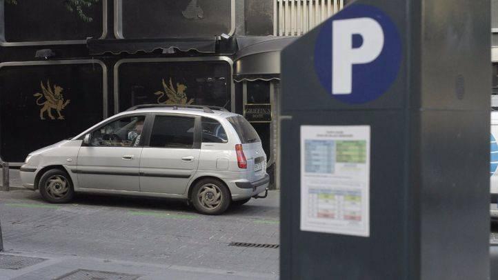 Los madrileños gastan 585 euros de media al año en aparcar en el centro, según un estudio