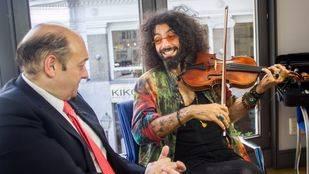 Ara Malikian en 'La terraza de Gran Vía' con Constantino Mediavilla