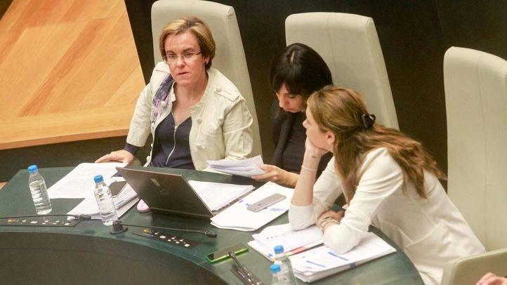 Purificación Causapié sentada en su butaca del pleno del Ayuntamiento de Madrid (Archivo)