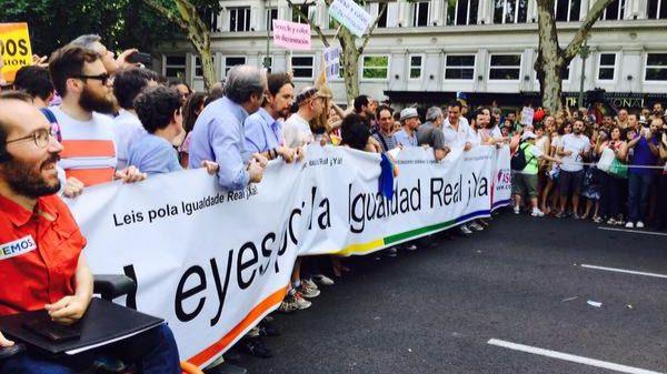 Cabecera de la manifestación del Orgullo Gay 2015