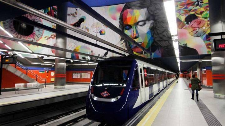 Tren de Metro en la estaci�n Paco de Luc�a.