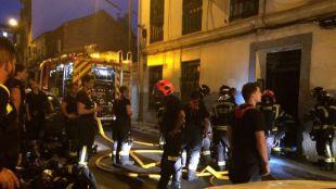 Un incendio en un bloque de viviendas de Vallecas provoca 23 heridos