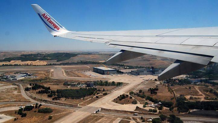 Un avión de AirEuropa despega en las pistas del aeropuerto Adolfo Suarez Madrid Barajas (Archivo)