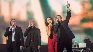 Serrat, V�ctor Manuel ,Ana Bel�n y Miguel R�os en pleno concierto.
