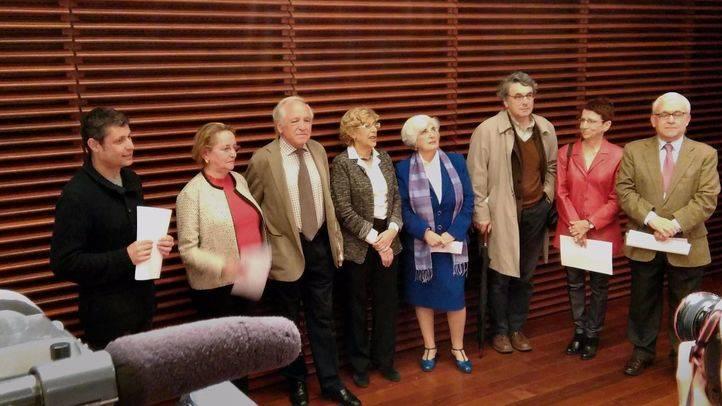 El Ayuntamiento retira las distinciones a Arias Navarro o a la Sección Femenina