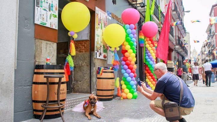 Chueca, con los colores del arco iris, con motivo de la celebraci�n del Orgullo 2016