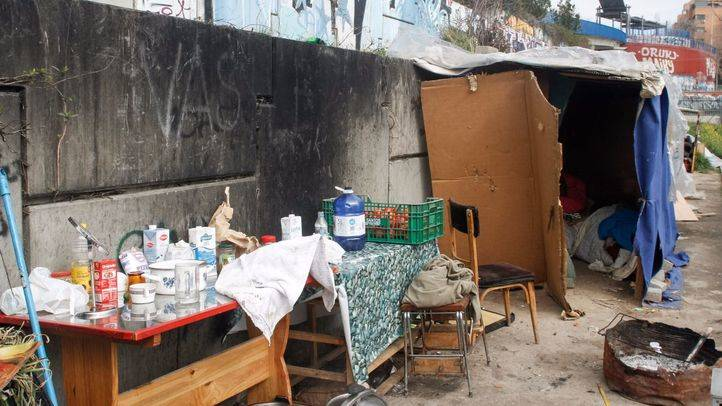 Madrid desmantela cinco asentamientos y paga el billete a Rumanía a quienes lo piden