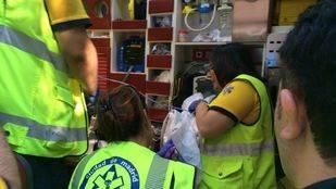 Una mujer de 18 años da a luz en plena calle en Ciudad Lineal