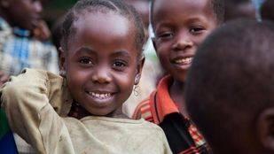 Apadrinando a un niño, crea un mundo mejor