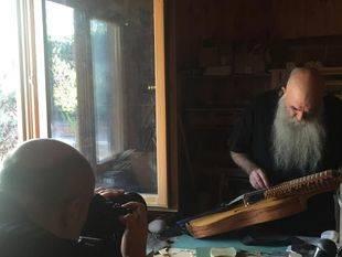 Jesús Reolid en su taller de Pelayos de la Presa