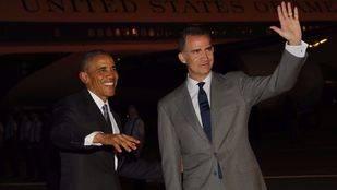 Felipe VI recibe a Barack Obama en la base de Torrejón
