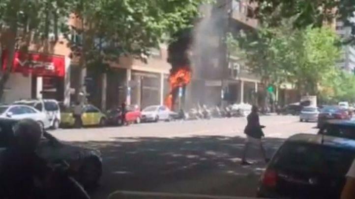 Arde un contenedor en plena calle Orense