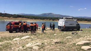 Dispositivo en el pantano de Valmayor, donde se ha estrellado la avioneta
