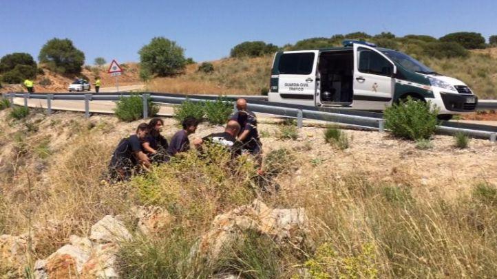 Muere un motorista al caer por un talud en Villarejo