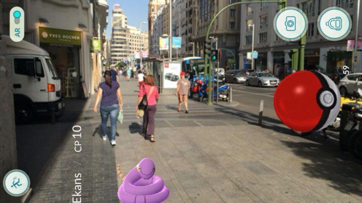 Pokemon Go en Gran Vía.