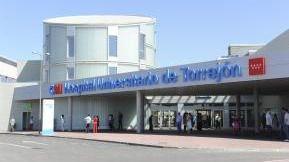 106.000 firmas para pedir al Hospital de Torrejón que un niño reciba una terapia que se le denegó