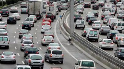 Tráfico en la carretera (archivo)